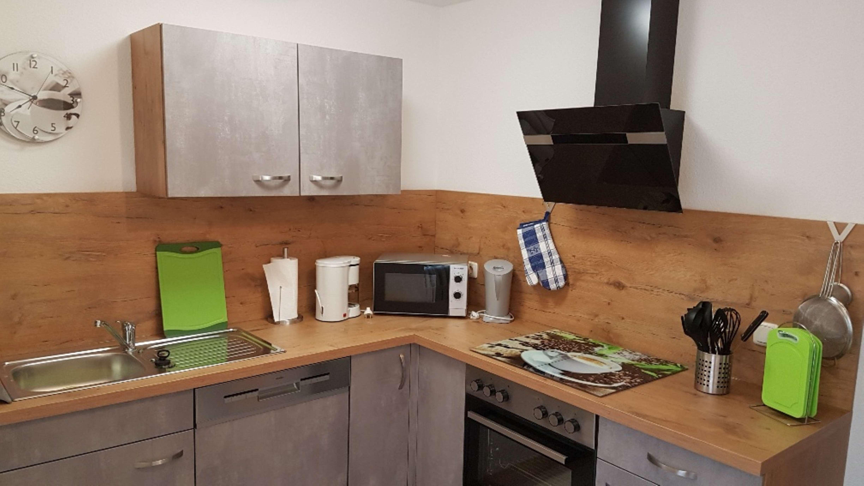Küche vom Eßzimmer aus zu begehen mit Geschirrspüler