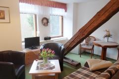 Wohnzimmer mit Sitzgelegenheiten