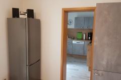 Blick vom Eßzimmer in den Küchenraum